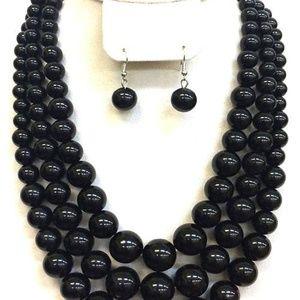 Jewelry - ladies chunky black pearls